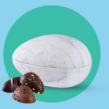 Påskeæg i marmor med marcipanæg